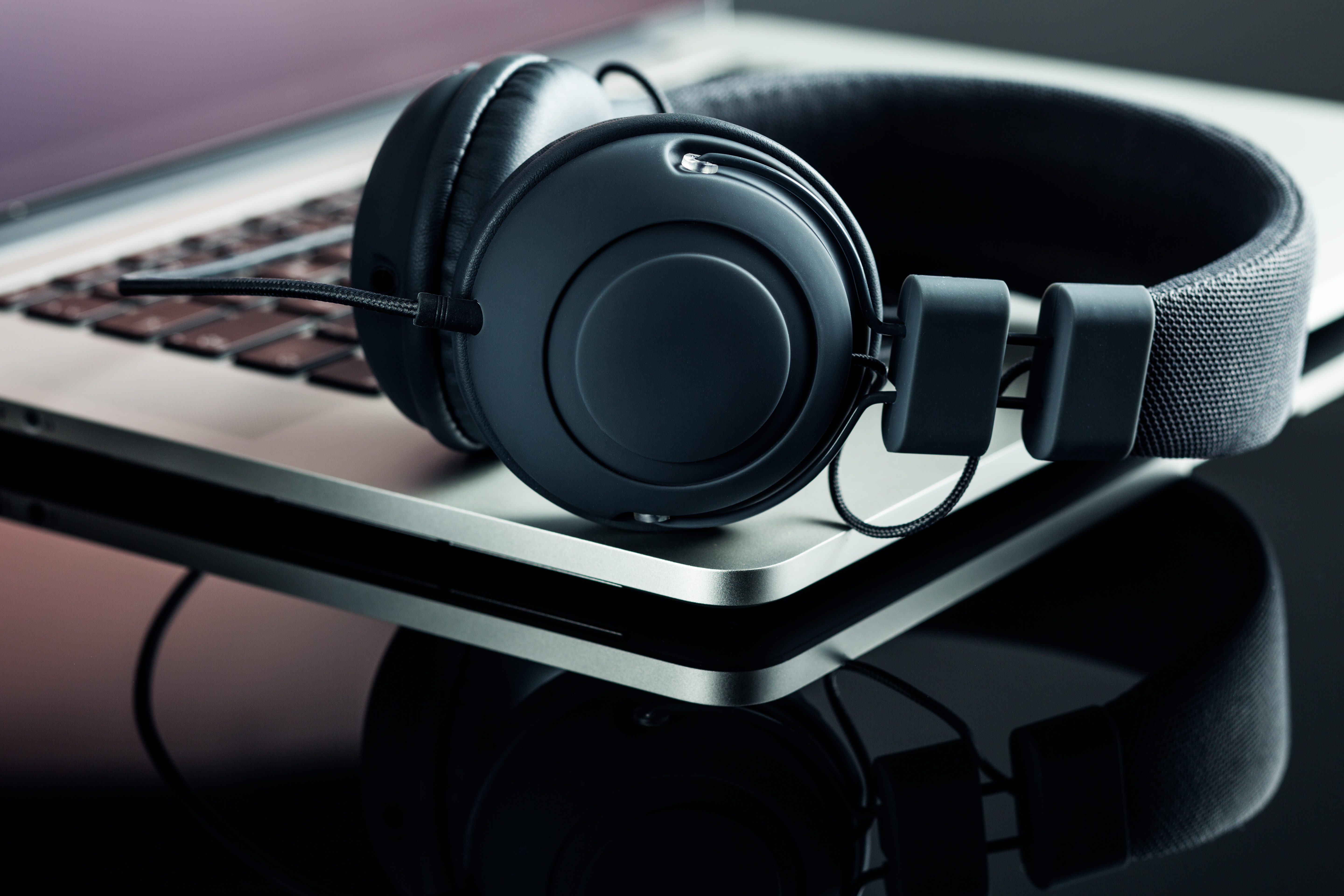 headphones-and-laptop-PDSZAY4